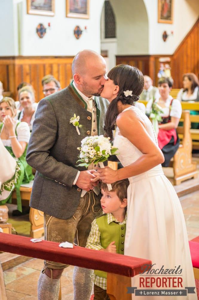 Kuss bei Trauung, Hochzeit, Radstadt, Hochzeitsfotograf, Land Salzburg, Lorenz Masser