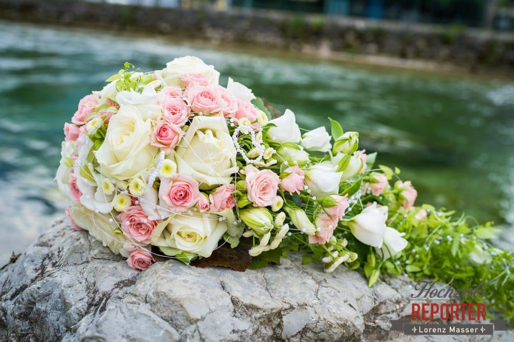 Blumenstrauß, Rosa-weißer Brautstrauß, Standesamtliche Hochzeit, Bad Aussee, Hochzeitsfotograf, Land Salzburg, Lorenz Masser