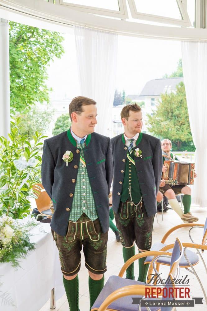 Bräutigam wartet auf Braut, Standesamtliche Hochzeit, Bad Aussee, Hochzeitsfotograf, Land Salzburg, Lorenz Masser