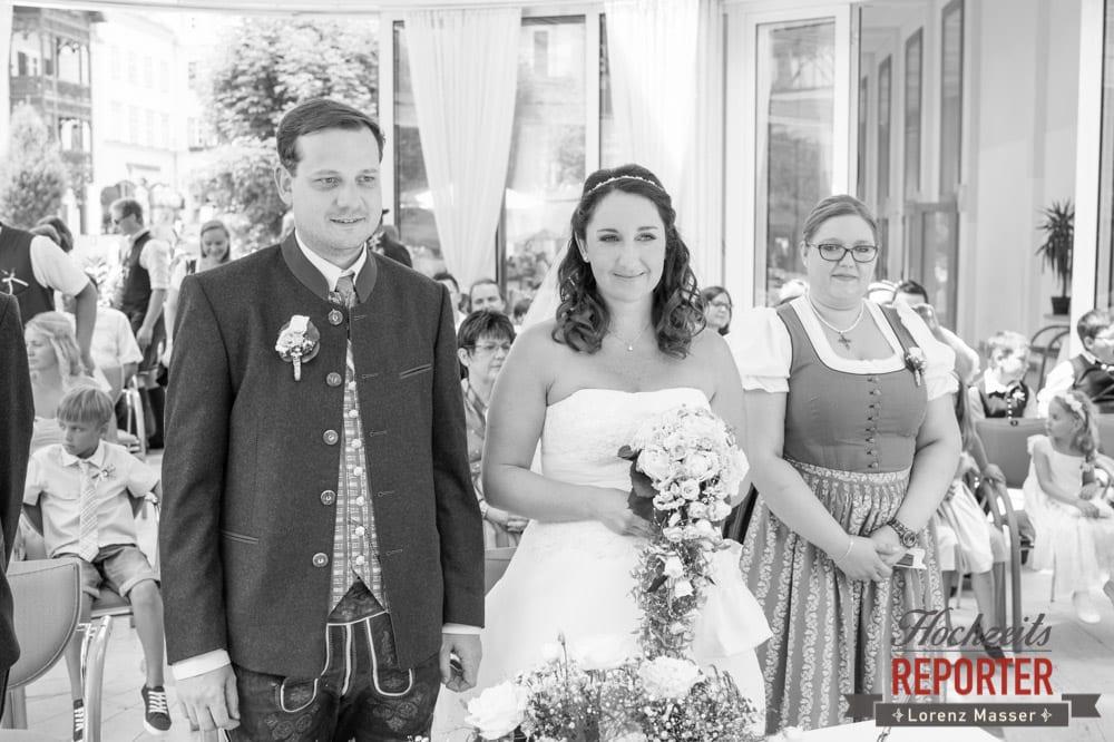 Brautpaar und Trauzeugin, Standesamtliche Hochzeit, Bad Aussee, Hochzeitsfotograf, Land Salzburg, Lorenz Masser