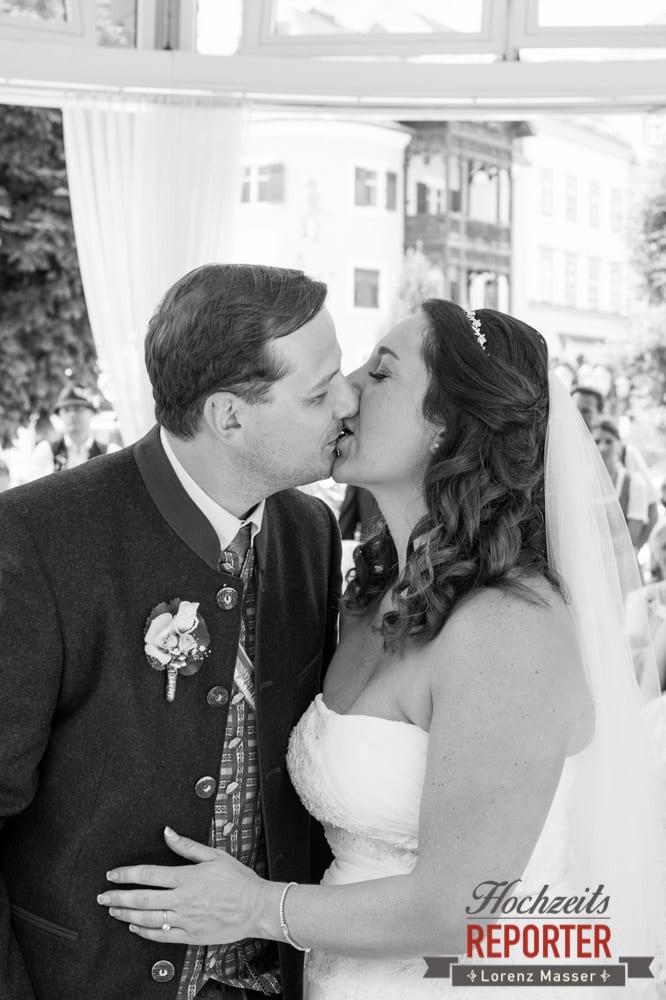 Trauung, Kuss nach Trauung, Standesamtliche Hochzeit, Bad Aussee, Hochzeitsfotograf, Land Salzburg, Lorenz Masser