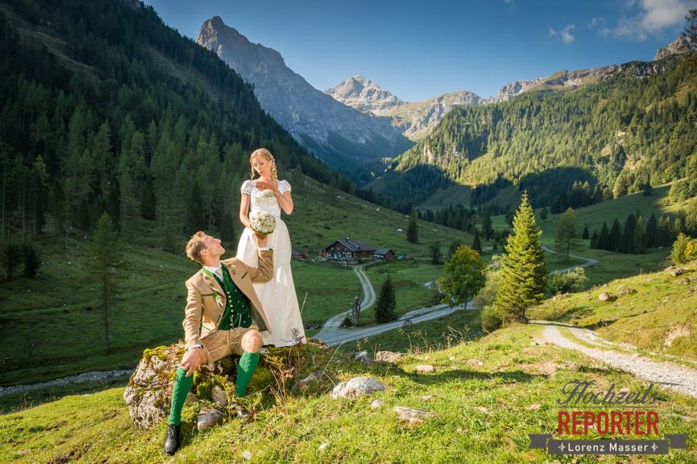 Brautpaar, Trachtenhochzeit in den Bergen, Altenmarkt, Hochzeitsfotograf, Land Salzburg