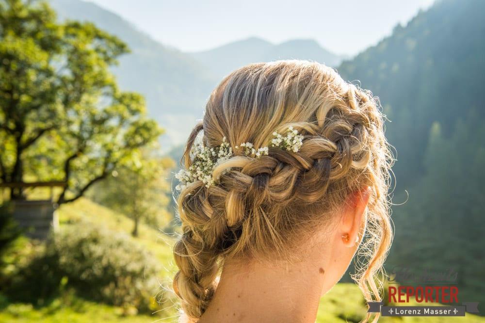 Flechtfrisuren für die Hochzeit, Blumen in die Haare flechten, Hochzeit in den Bergen