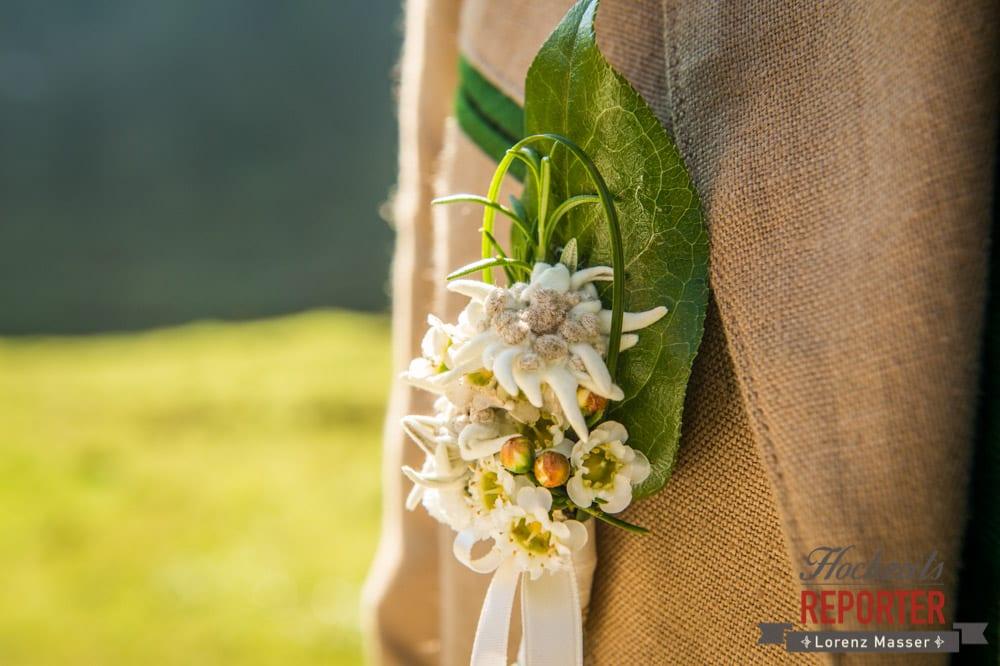 Anstecker zur Hochzeit, Trachtenhochzeit, Hochzeit in den Bergen, Altenmarkt, Hochzeitsfotograf, Land Salzburg
