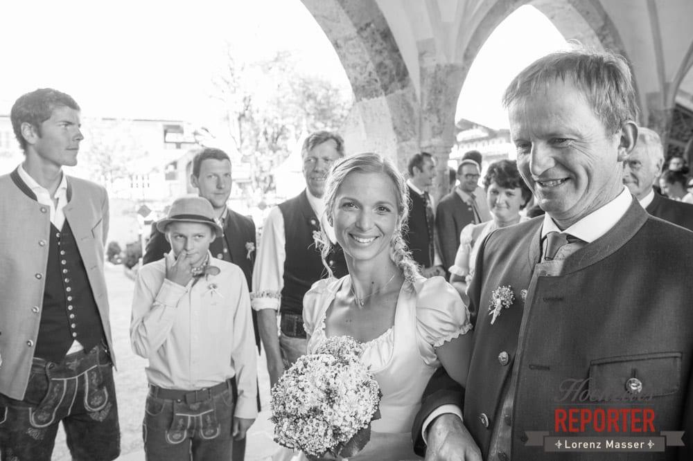Gang in die Kirche mit Vater, Hochzeit, Braut, Hochzeit, Hochzeitsfotograf, Altenmarkt, Land Salzburg, Lorenz Masser