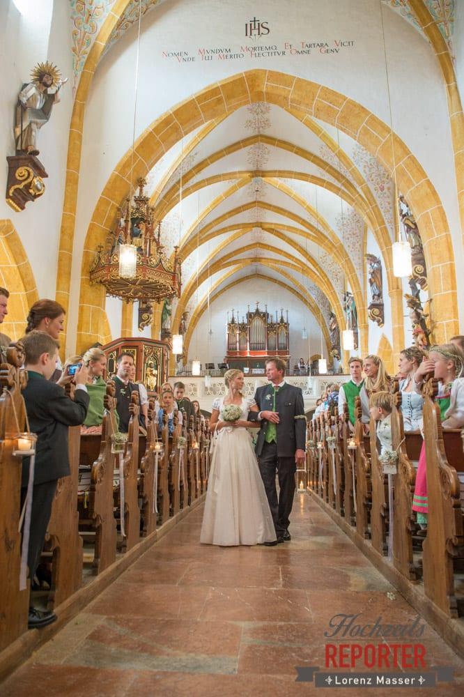Gang mit Vater zum Bräutigam, Hochzeit, Hochzeitsfotograf, Altenmarkt, Land Salzburg, Lorenz Masser