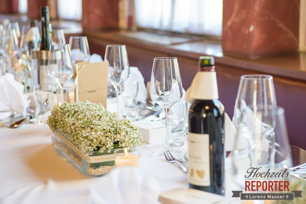 Tischdekoration bei Hochzeit, Tischdekoration mit weißen Blumen, Hochzeit, Hochzeitsfotograf, Altenmarkt, Land Salzburg, Lorenz Masser