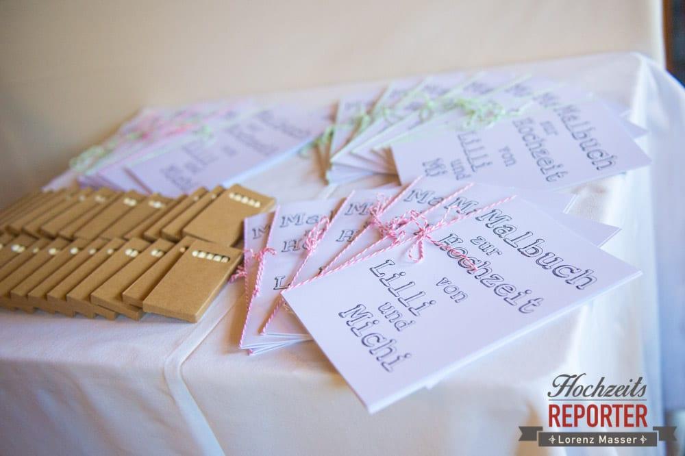 Zur Hochzeit gewidmetes Malbuch, Kreative Idee zur beschäftigung der Kinder bei Hochzeit, Hochzeit, Hochzeitsfotograf, Altenmarkt, Land Salzburg, Lorenz Masser