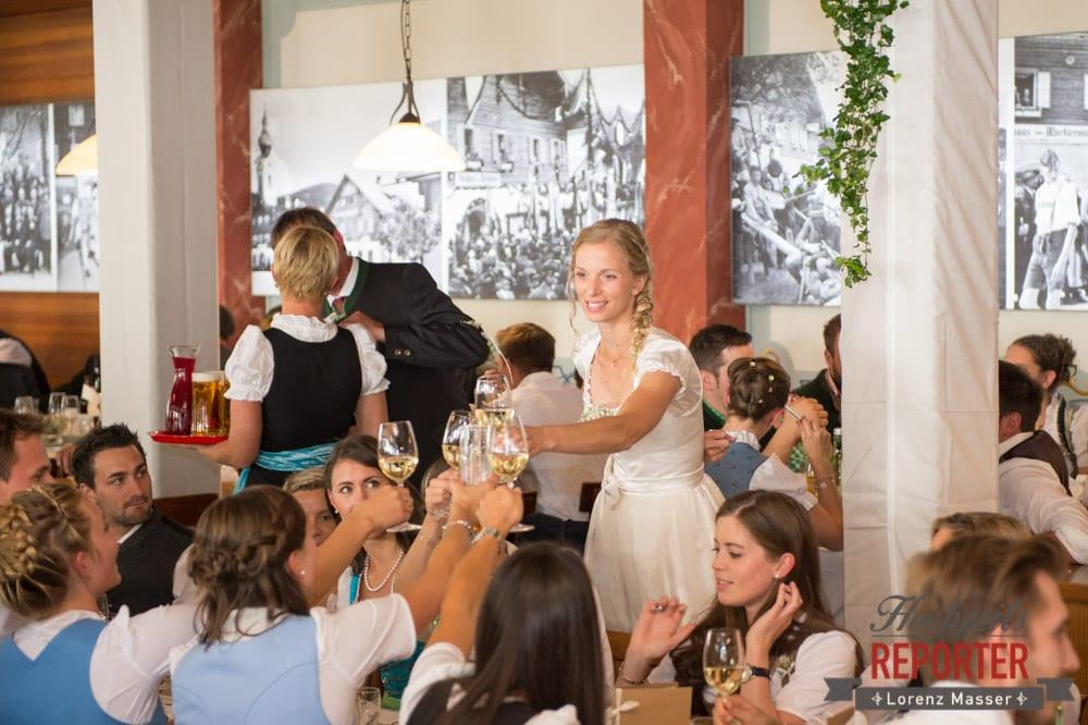 Hochzeitsgesellschaft mit Braut, Hochzeit, Hochzeitsfotograf, Altenmarkt, Land Salzburg, Lorenz Masser