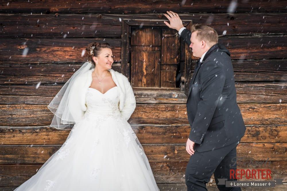 Weißes Brautkleid, Hochzeit im Winter, Brautpaar, After Wedding Shooting, Hofstadl, Flachau, Hochzeitsfotograf, Land Salzburg
