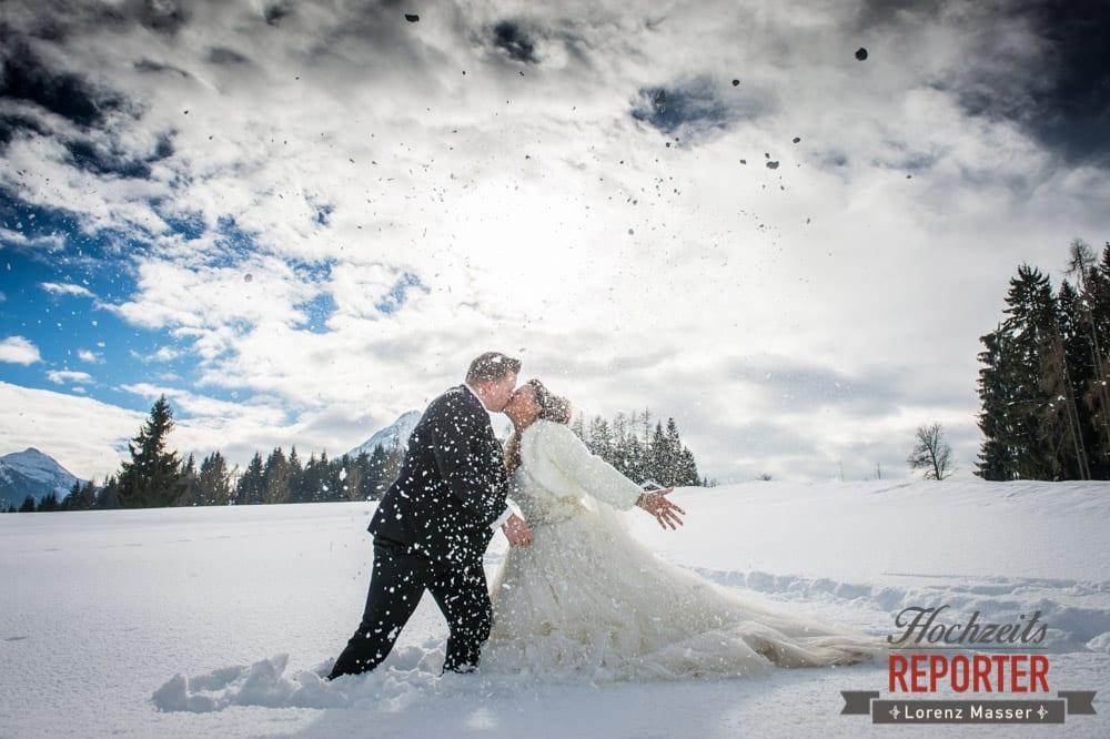 Hochzeit im Winter, Kuss im Schnee, Brautpaar, After Wedding Shooting, Hofstadl, Flachau, Hochzeitsfotograf, Land Salzburg