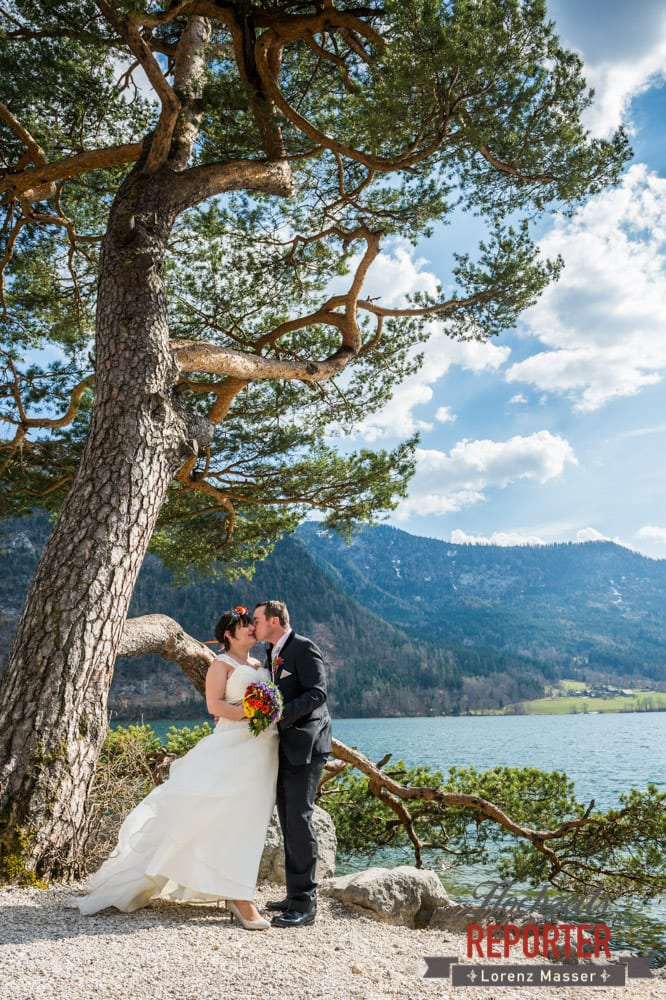Hochzeitsfotograf, Fotoshooting am See, Steiermark, Grundlsee, Kuss am See