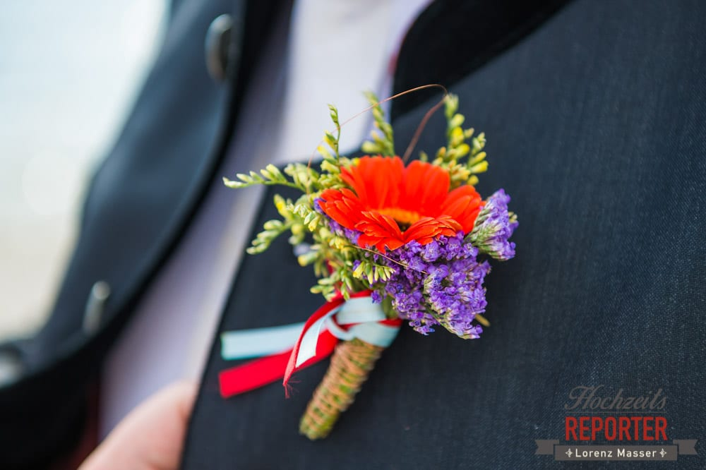 Anstecker bei Hochzeit, Blumenanstecker, Hochzeitsfotograf, Fotoshooting, Steiermark, Grundlsee