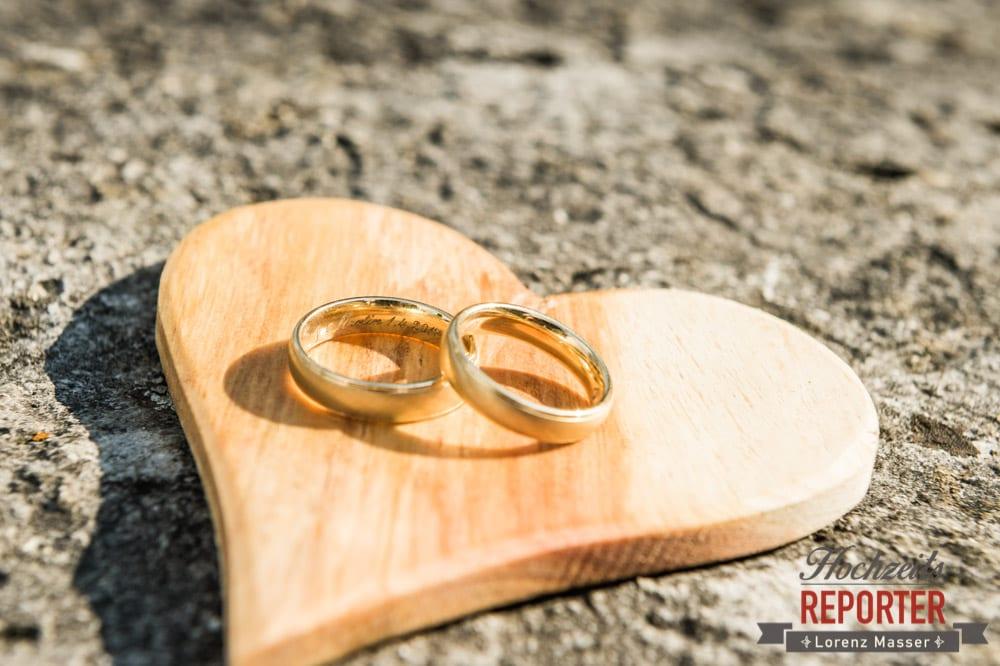Ringe auf Holzherz, Innen Eingravierte Ringe, Goldringe, Fotograf, Hochzeitsfotograf, Fotoshooting, Steiermark, Grundlsee, Land Salzburg