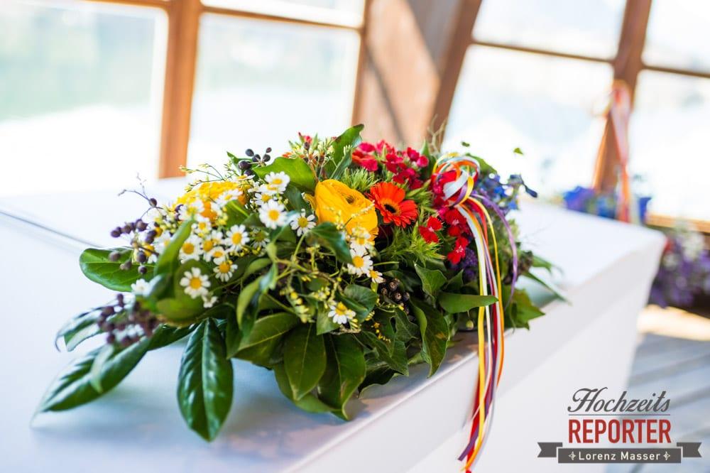bunter Blumenstrauß, Wiesenblumenstrauß, Blumenstrauß bei Hochzeit, Fotograf, Hochzeitsfotograf, Fotoshooting, Steiermark, Grundlsee, Land Salzburg