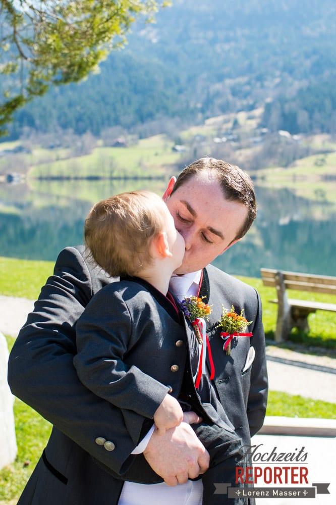 Vater küsst Kind, Hochzeitsshooting, Kind küsst Vater, Fotograf, Hochzeitsfotograf, Fotoshooting, Steiermark, Grundlsee, Land Salzburg