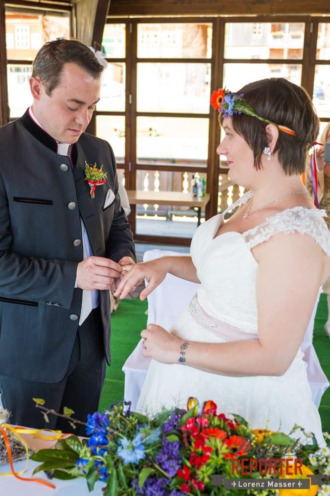 Tausch der Ringe, Ring auf Finger stecken, Fotograf, Hochzeitsfotograf, Fotoshooting, Steiermark, Grundlsee, Fotograf Land Salzburg
