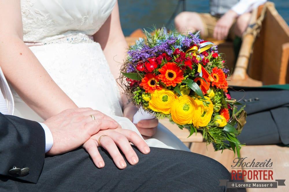 Händchenhalten, Hände, Ringe, Blumenstrauß, Fotograf, Hochzeitsfotograf, Fotoshooting, Steiermark, Grundlsee, Fotograf Land Salzburg