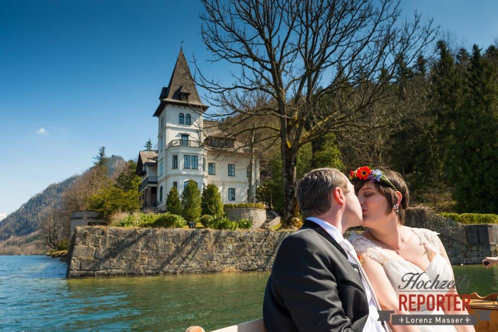 Kuss neben Villa, Kuss auf dem See, Fotograf, Hochzeitsfotograf, Fotoshooting, Steiermark, Grundlsee, Fotograf Land Salzburg