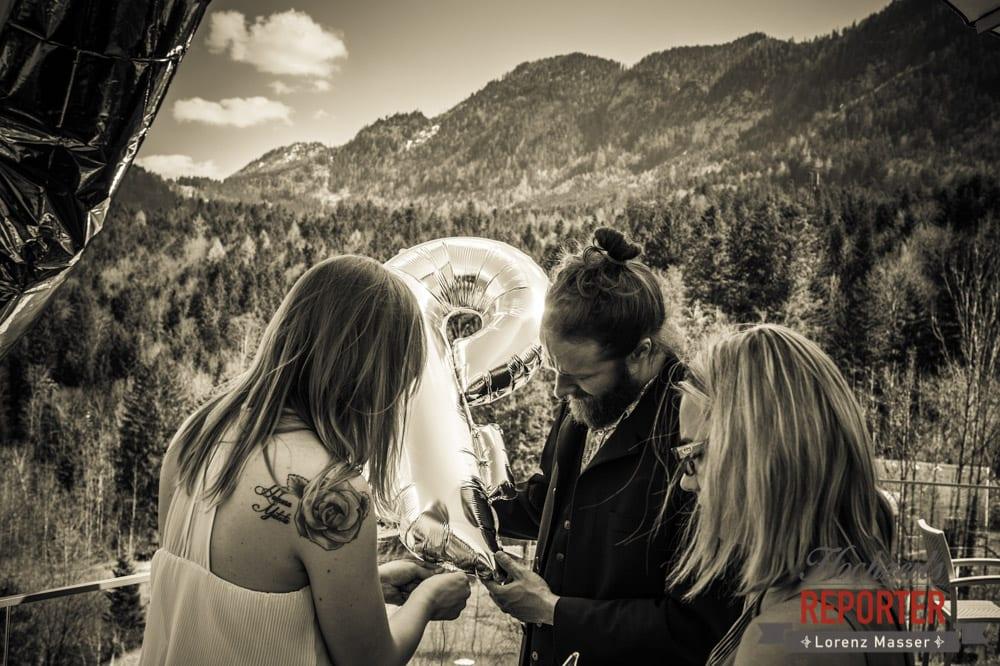 Hochzeitsvorbereitungen, Luftballon, Fotograf, Hochzeitsfotograf,Steiermark, Grundlsee, Fotograf Land Salzburg