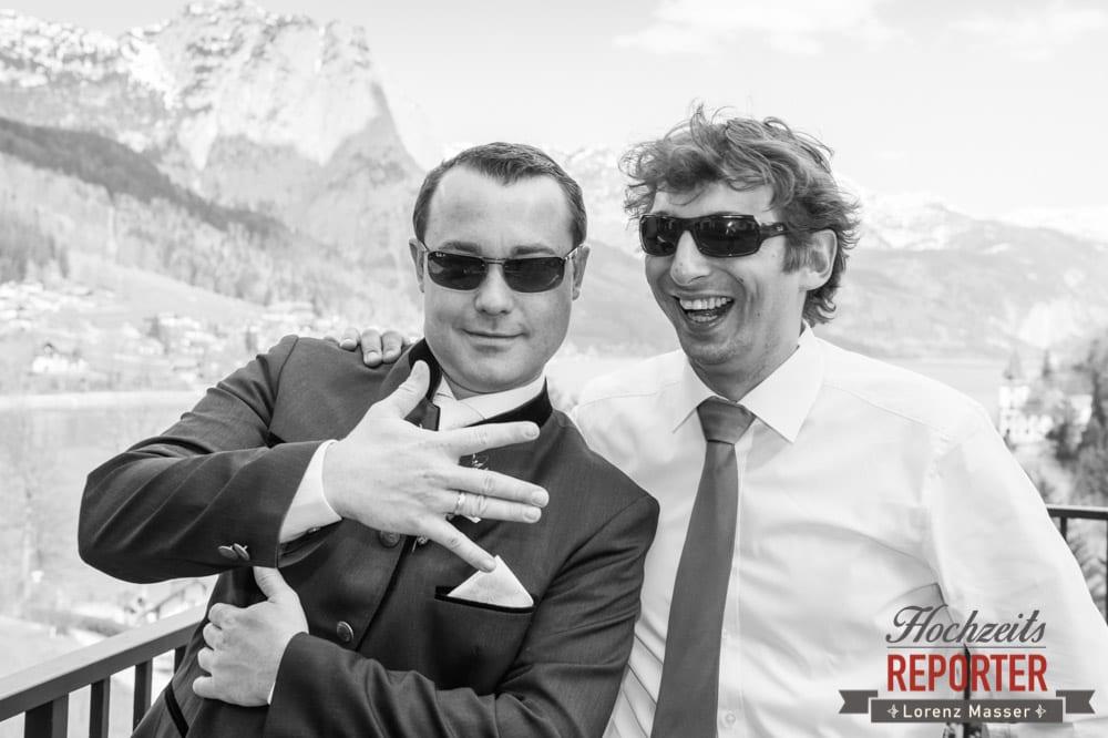 Hochzeit, Trauzeuge und Bräutigam, Cool mit Sonnenbrille, Fotograf, Hochzeitsfotograf, Fotoshooting, Steiermark, Grundlsee, Fotograf Land Salzburg