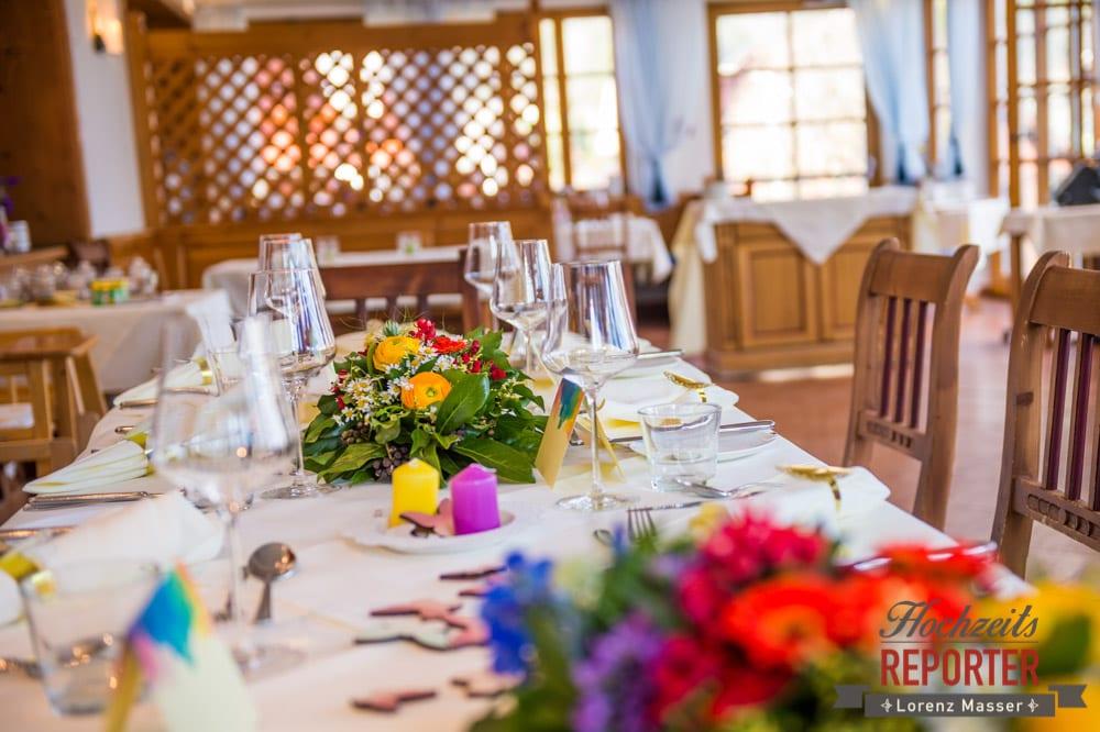 Kreative Ideen zur Tischgestaltung, Tisch Blumenschmuck,  Hochzeit, Grundlsee, Steiermark, Hochzeitsfotografie