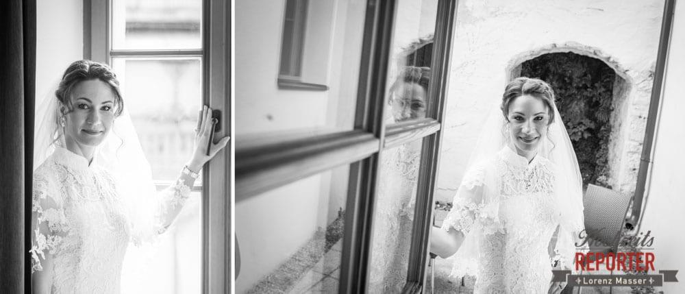 Braut steht bei Fenster, Portrait am Fenster mit Braut, Hochzeit, Hallstatt, Heritage Hotel, Hochzeit, Hochzeitsfotograf, Fotograf Land Salzburg, Lorenz Masser