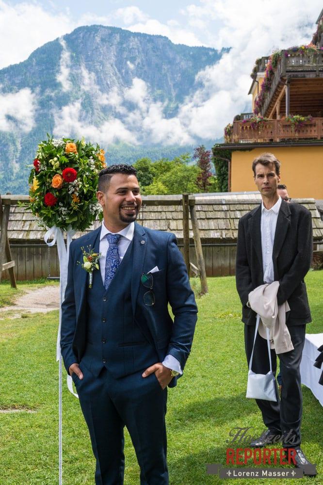 Bräutigam vor Altar, Hochzeit, Hallstatt, Heritage Hotel, Hochzeit, Hochzeitsfotograf, Fotograf Land Salzburg, Lorenz Masser