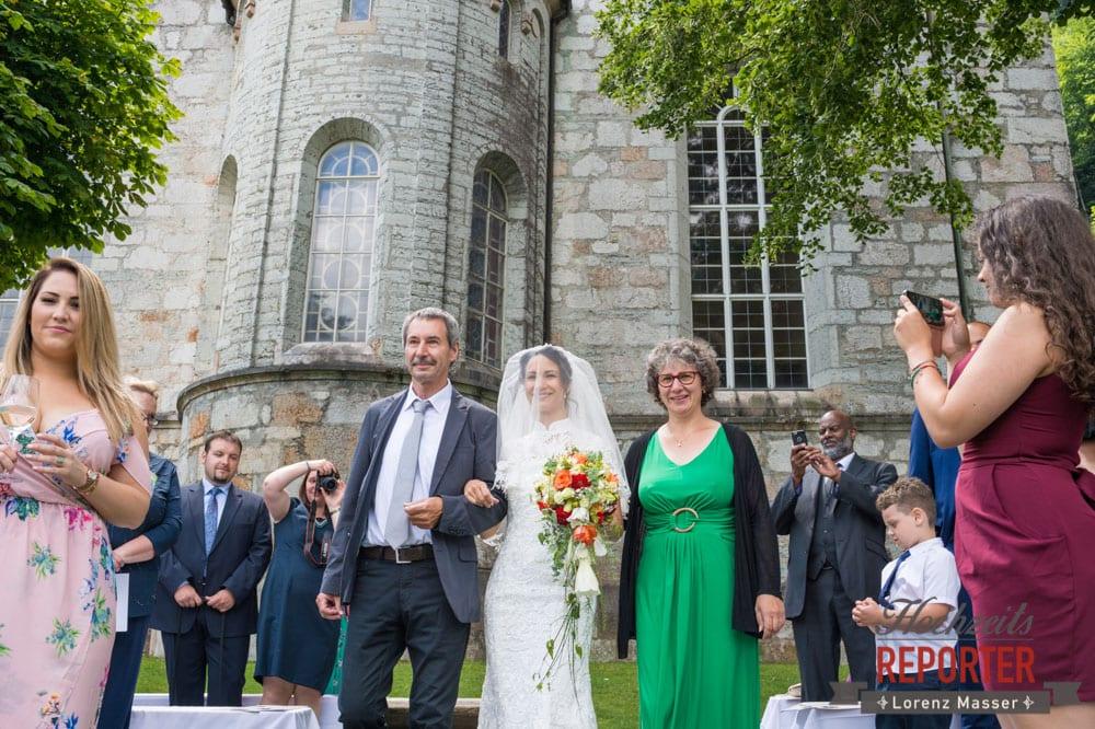 Gang vor Altar, Eltern mit Braut, Hochzeit, Hallstatt, Heritage Hotel, Hochzeit, Hochzeitsfotograf, Fotograf Land Salzburg, Lorenz Masser