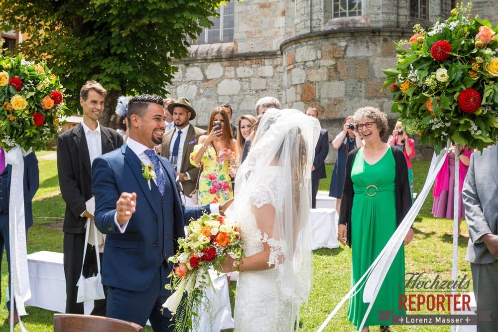 Bräutigam freut sich auf Braut, Hochzeit, Hallstatt, Heritage Hotel, Hochzeit, Hochzeitsfotograf, Fotograf Land Salzburg, Lorenz Masser