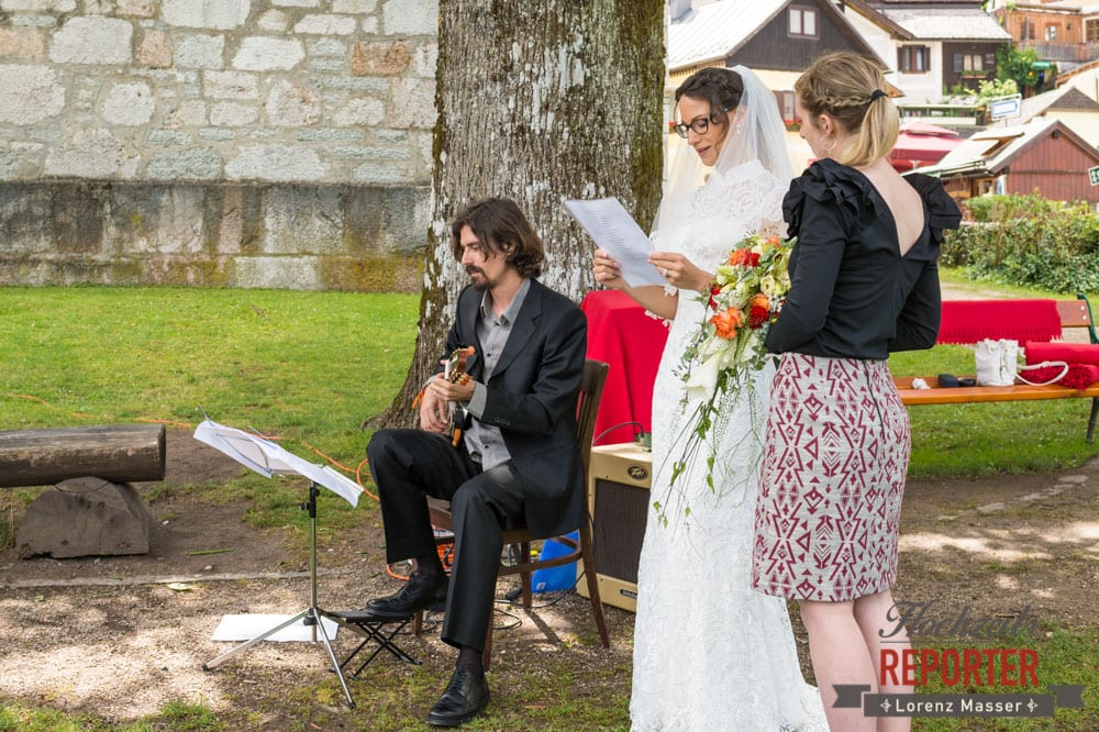Gitarrist bei Hochzeit, Braut singt Lied für Bräutigam, Hochzeit, Hallstatt, Heritage Hotel, Hochzeit, Hochzeitsfotograf, Fotograf Land Salzburg, Lorenz Masser
