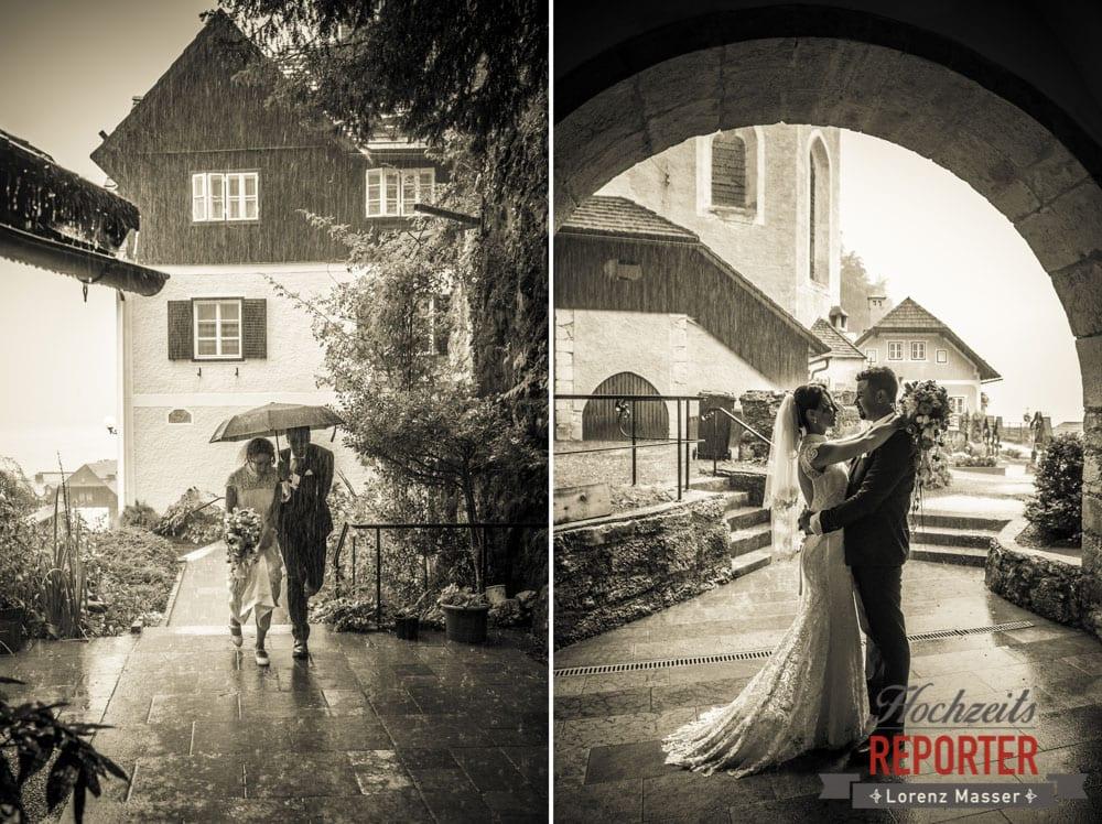 Brautpaar im Regen, Brautpaar im Regen bei Kirche, Heritage Hotel, Hochzeit, Wedding, Hochzeitsfotograf, Fotograf Land Salzburg, Lorenz Masser
