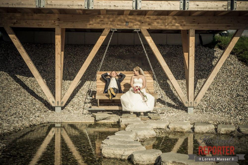 Brautpaar unter der Brücke, Sonnt sich, Hochzeit, Hochzeitsfotograf, Brautpaar, Land Salzburg, Leogang, Asitz