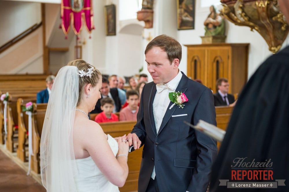 Ringtausch, Kirche Heiliger Leonhard, Brautpaar, Hochzeit, Hochzeitsfotograf, Land Salzburg, Leogang, Asitz,