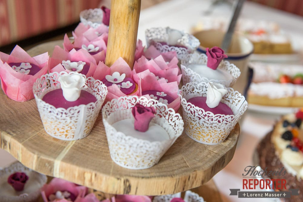 Cupcakes mit Blumen drauf, Cupcakes, Hochzeitstorte, Pink, Fondant, Hochzeit, Hochzeitsfotograf, Land Salzburg, Leogang, Asitz