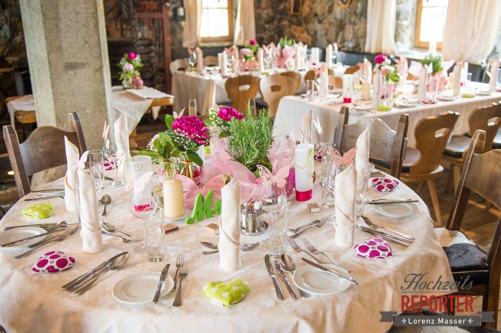 Kreative Hochzeitsgestaltung, Tische gestalten, Pinke Tischgestaltung bei einer Hochzeit,  Hochzeit, Hochzeitsfotograf, Land Salzburg, Leogang, Asitz