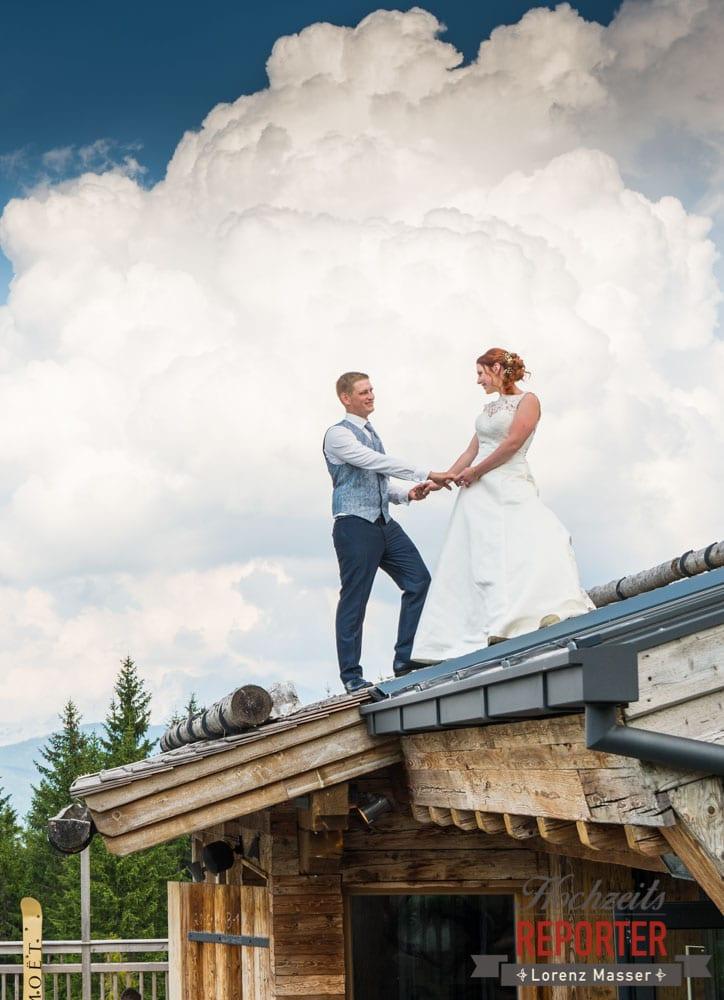 Brautpaar am Dach, Brautpaar vor Dramatischem Himmel