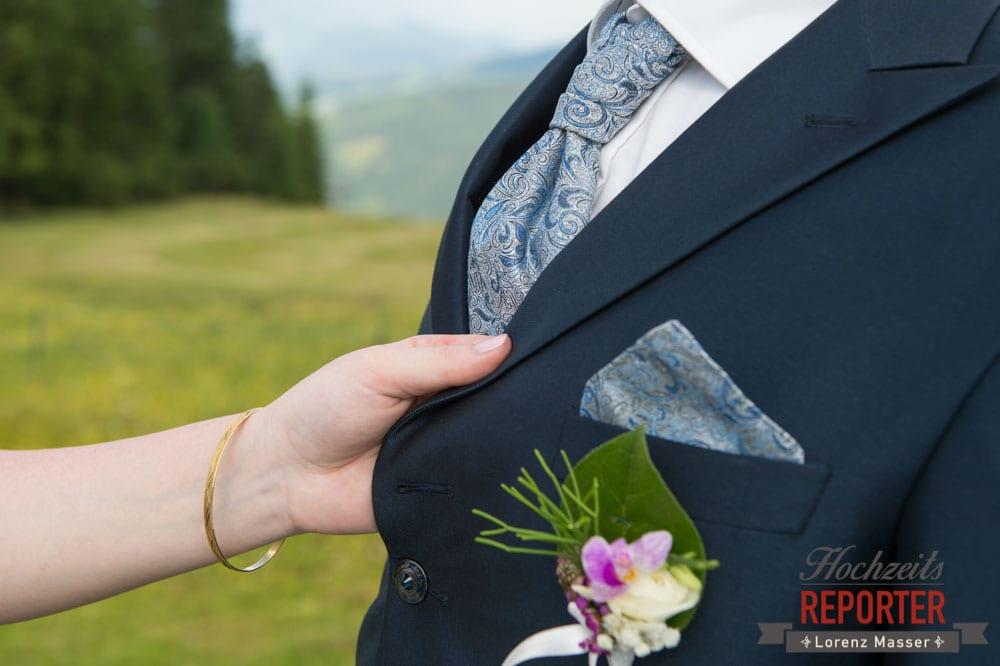 Anzug, Detail, Anstecker, Portrait, Lisa Alm, Hochzeit, Wedding, Hochzeitsfotograf, Land Salzburg, Lorenz Masser