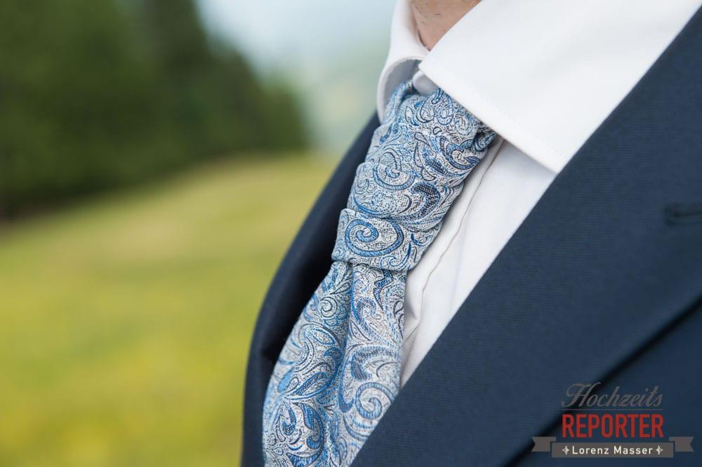 Anzug, Detail, Krawatte, Bräutigam, Portrait, Lisa Alm, Hochzeit, Wedding, Hochzeitsfotograf, Land Salzburg, Lorenz Masser