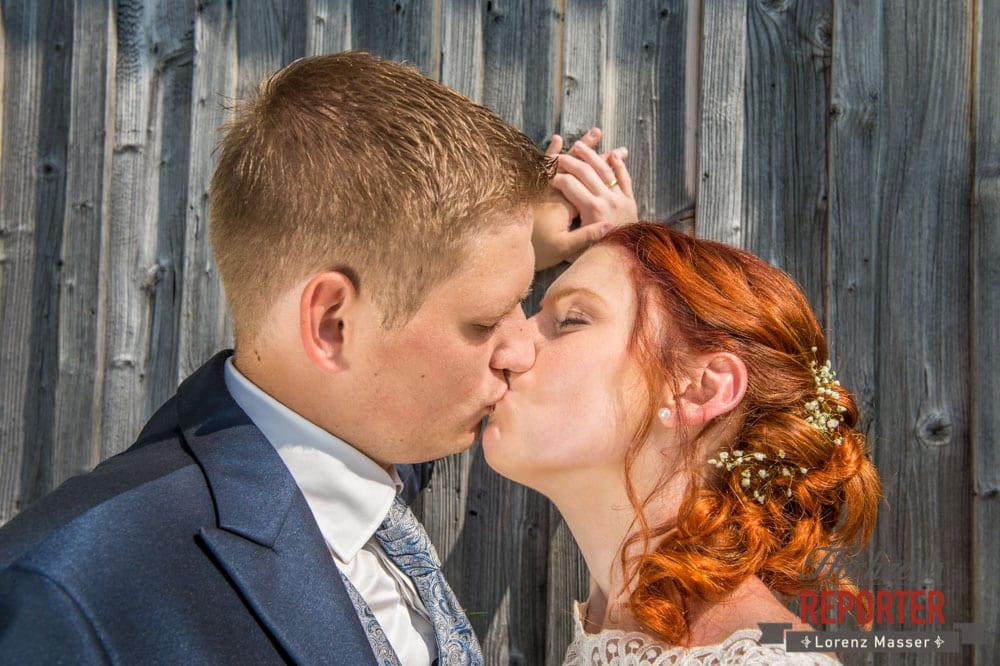 Brautpaar, Kuss, Portrait, Lisa Alm, Flachau, Hochzeit, Wedding, Hochzeitsfotograf, Land Salzburg, Lorenz Masser