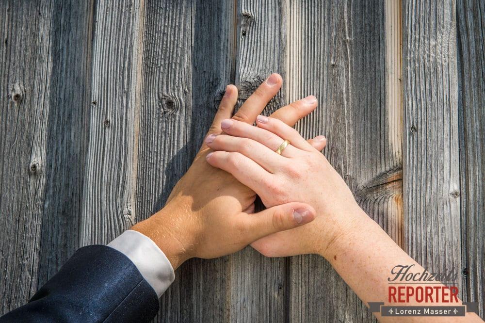 Brautpaar, Ringe, Holz, Detail, Lisa Alm, Flachau, Hochzeit, Wedding, Hochzeitsfotograf, Land Salzburg, Lorenz Masser