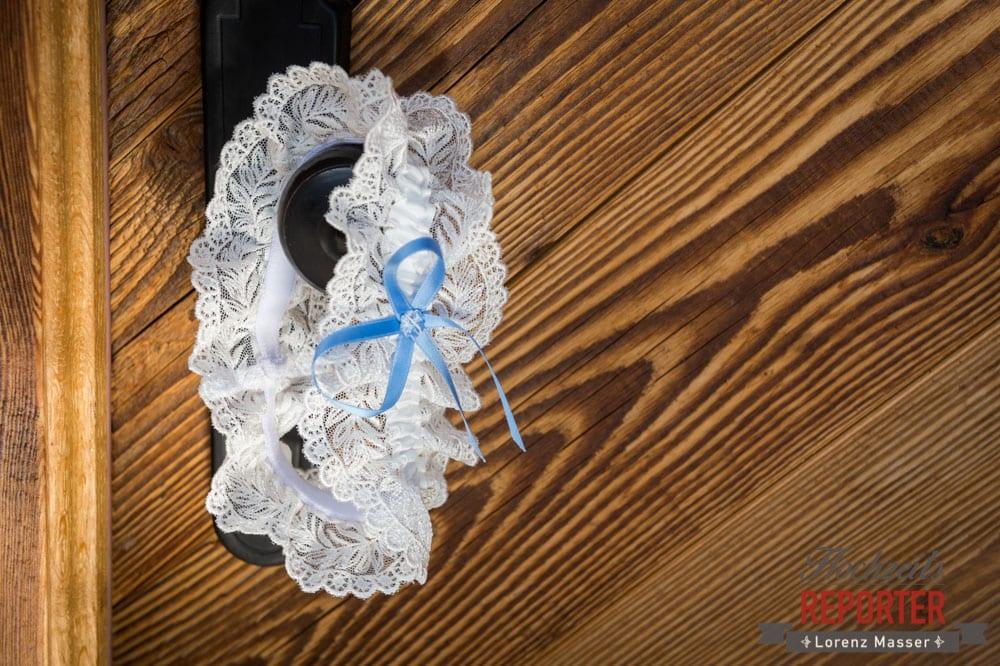 Strumpfband auf Türknauf, Traditionen, Braut, Lisa Alm, Flachau, Hochzeit, Wedding, Hochzeitsfotograf, Land Salzburg, Lorenz Masser