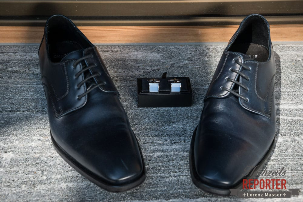 Manchettenknöpfe und Schuhe im Detail, Lisa Alm, Flachau, Hochzeit, Wedding, Hochzeitsfotograf, Land Salzburg, Lorenz Masser