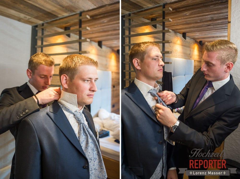 Bräutigam und Trauzeuge beim Getting Ready, Getting Ready, Lisa Chalet, Flachau, Hochzeit, Wedding, Hochzeitsfotograf, Land Salzburg, Lorenz Masser