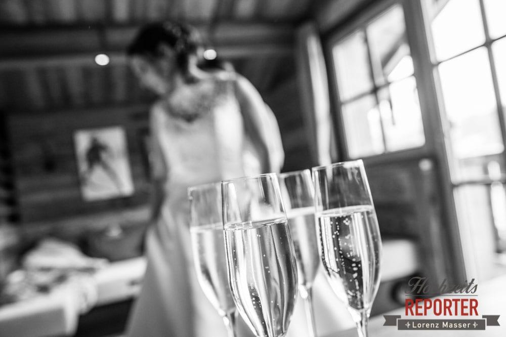 Sekt beim Getting Ready, Lisa Chalet, Flachau, Hochzeit, Wedding, Hochzeitsfotograf, Land Salzburg, Lorenz Masser