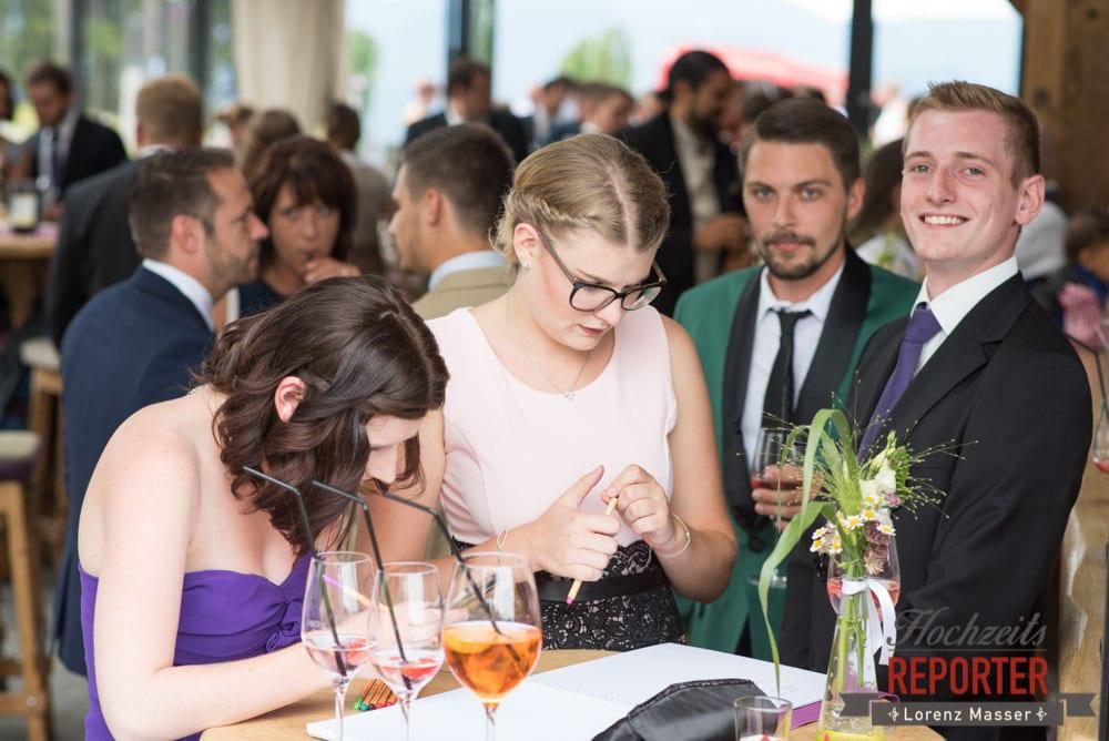 Hochzeitswünsche in ein Buch schreiben, Lisa Alm, Flachau, Hochzeit, Wedding, Hochzeitsfotograf, Land Salzburg, Lorenz Masser