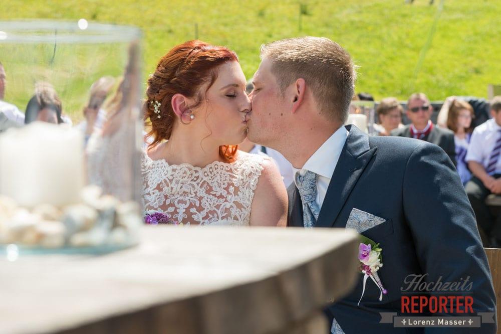 Kuss, Brautpaar, Trauung,   Lisa Alm, Flachau, Hochzeit, Wedding, Hochzeitsfotograf, Land Salzburg, Lorenz Masser