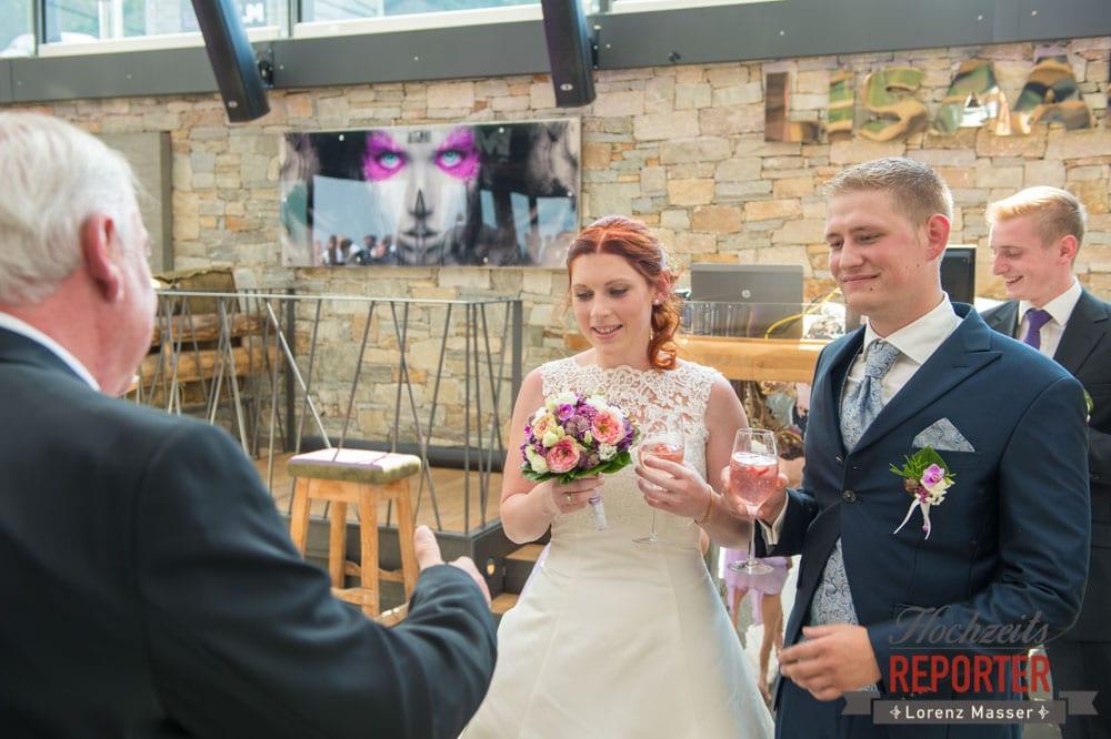 Brautpaar, Gratulationen, Lisa Alm, Flachau, Hochzeit, Wedding, Hochzeitsfotograf, Land Salzburg, Lorenz Masser