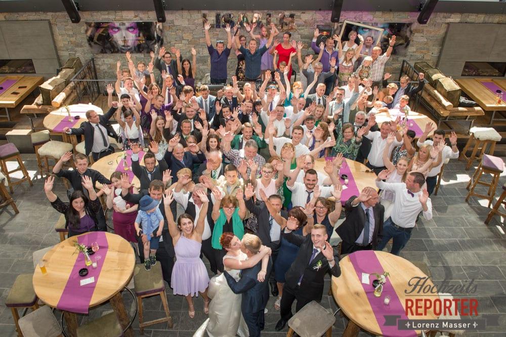 Gruppenfoto der gesamten Hochzeitsgesllschaft, Lisa Alm, Flachau, Hochzeit, Wedding, Hochzeitsfotograf, Land Salzburg, Lorenz Masser