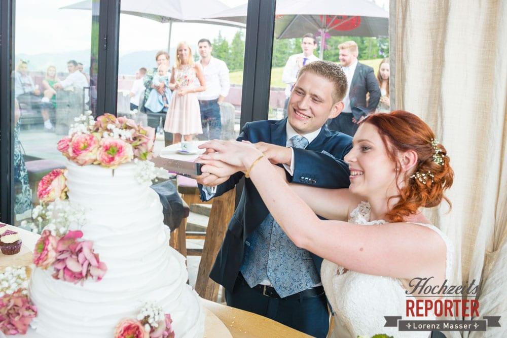 Anschneiden der Hochzeitstorte, Lisa Alm, Flachau, Hochzeit, Wedding, Hochzeitsfotograf, Land Salzburg, Lorenz Masser